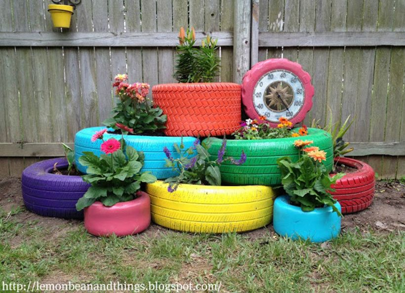 Tyres used horizontally. Image source: http://www.countryliving.com/gardening/garden-ideas/g2286/10-upcycled-items-that-can-be-repurposed-into-diy-planters/